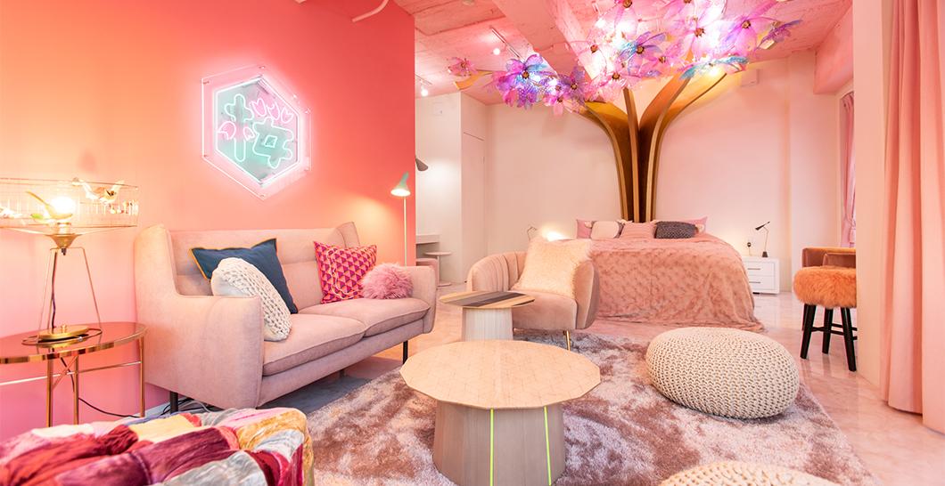 原宿に泊まれるコンセプトルーム「MOSHI MOSHI ROOMS」オープン。Airbnbで予約が可能に