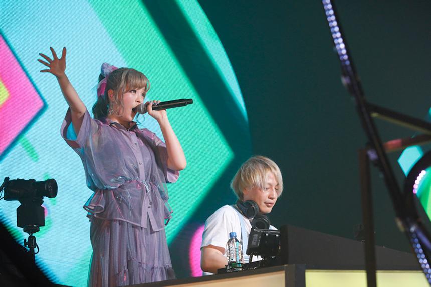 中田ヤスタカときゃりーぱみゅぱみゅ、驚異のノンストップライブの凄み。きゃりー、新曲「かまいたち」と最新ツアーを発表!