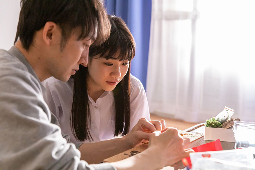 江戸川乱歩原作 映画「聖なる蝶 赤い部屋」主演に栗林藍希が決定(2021年4月公開)